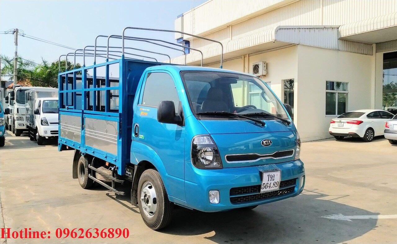 xe-tải-kia-k250-thùng-mui-bạt-năm-bửng-màu-xanh
