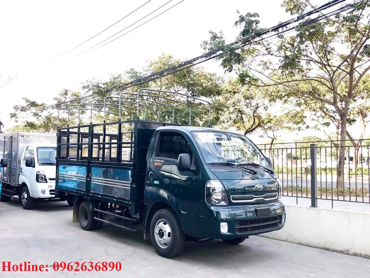 xe-tải-kia-k250-thùng-mui-bạt-năm-bửng-xanh-rêu